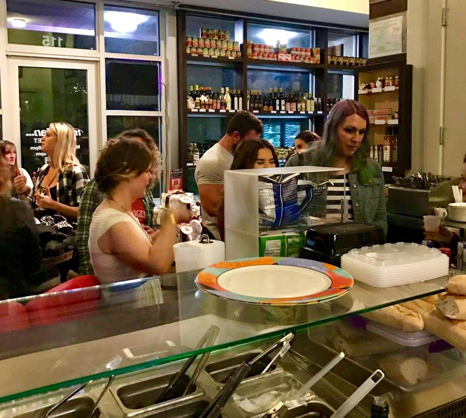 Customers at It's Italian Market and Cafe in Austin