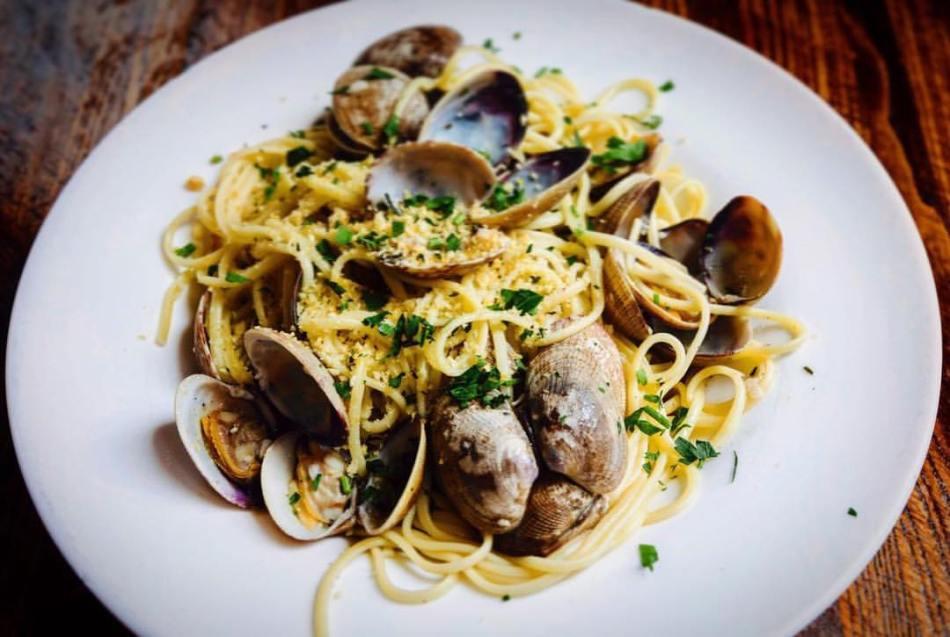 NYC Italian Food | Linguine Alle Vongole at Acqua at Peck Slip